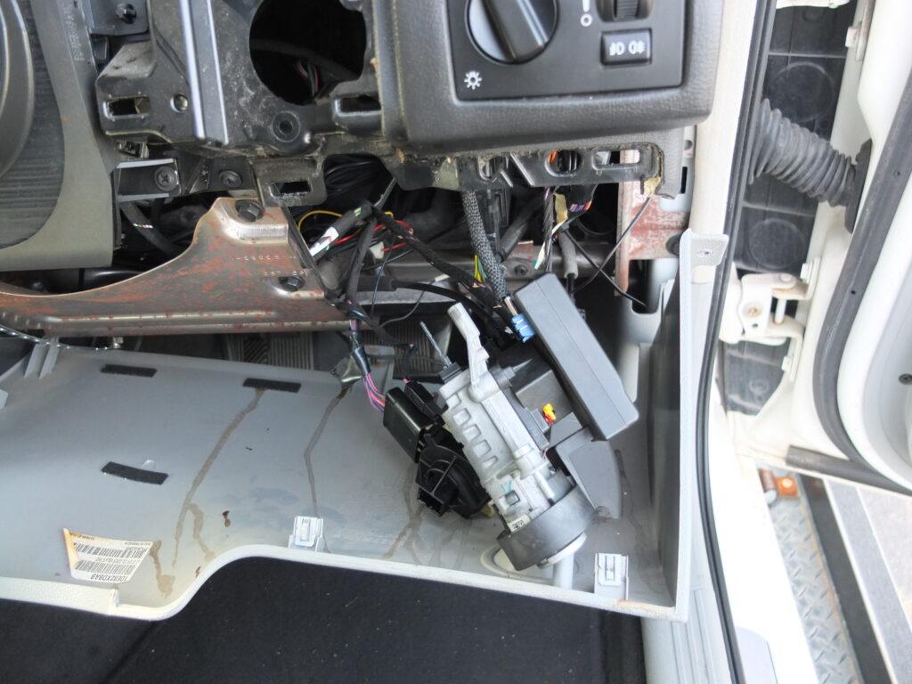 クライスラー 300C エンジン不動 キーシリンダー